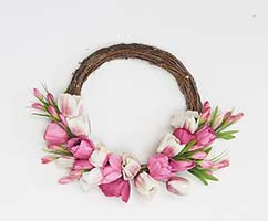 "17"" TULIP WREATH ON NATURAL TWIG BASE"